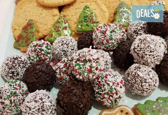 За Коледа! Един килограм коледни сладки: кукис с бял шоколад, декорирани коледни курабии, шарени, шоколадови и снежни топки от Приказка от сладкиши! - Снимка 1