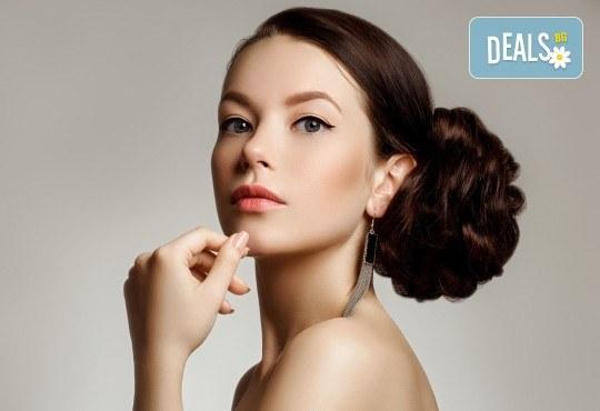 За празниците! Официална прическа с кок, терапия за коса и флуид при стилист в Салон за красота Blush Beauty! - Снимка 1