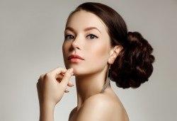 За празниците! Официална прическа с кок, терапия за коса и флуид при стилист в Салон за красота Blush Beauty! - Снимка