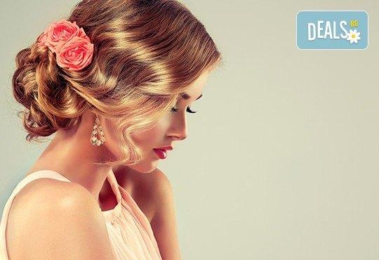 За празник! Официална прическа с кок, терапия за коса и флуид при стилист в Салон за красота Blush Beauty! - Снимка 2