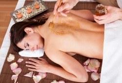 Релакс и детоксикация! 60-минутен масаж с мед и канела на гръб или на цяло тяло във V&A Glamour Beauty Salon! - Снимка