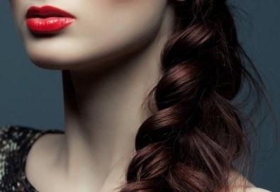 Прическа с плитка! Масажно измиване, нанасяне на маска и оформяне на рибена кост, френска плитка или две пълзящи плитки при стилист в Салон за красота Blush Beauty! - Снимка