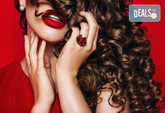 Красива коса за празнците! Масажно измиване, маска и оформяне на букли с маша или преса при стилист в Салон за красота Blush Beauty! - Снимка 2
