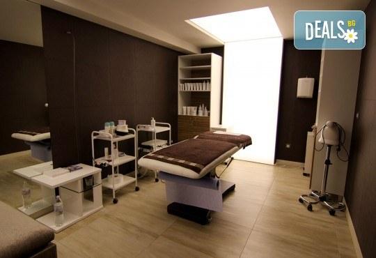 Китайски лечебен масаж на гръб и рефлексотерапия на ходила, длани и скалп в Студио за красота Juliet Marten - Снимка 7