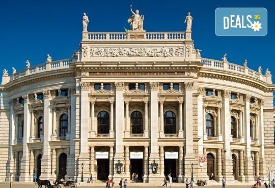 До Виена от Варна на дата по избор до март 2019-та, със Z Tour! 3 нощувки със закуски в хотел 3*, самолетен билет, летищни такси и трансфери! - Снимка 9