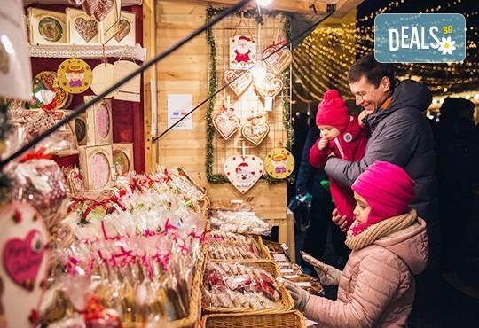 Приказна Коледа в Будапеща, Унгария! 3 нощувки със закуски в хотел 3*/4*, самолетен билет и летищни такси! - Снимка 1