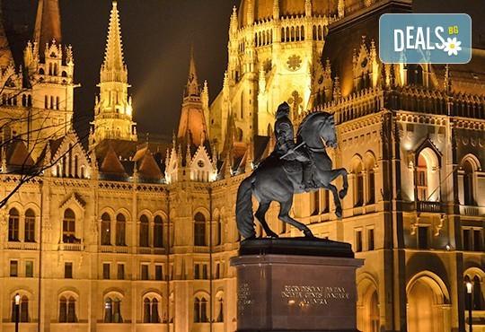 Магична Нова година в Будапеща, Унгария! 3 нощувки със закуски в хотел 3*/4*, самолетен билет и летищни такси! - Снимка 2