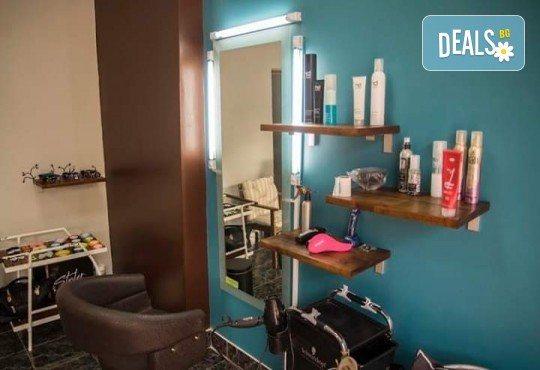 Кератинова терапия за възстановяване на косата с кератинова преса JOICO и подстригване по избор в Hairstyle by Elitsa! - Снимка 7