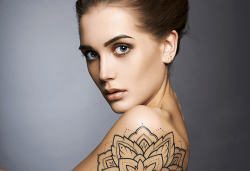 Почитатели сте на татуировките? Временна татуировка с аерограф с боя или блестяща татуировка с глитър в Соларно студио Какао! - Снимка