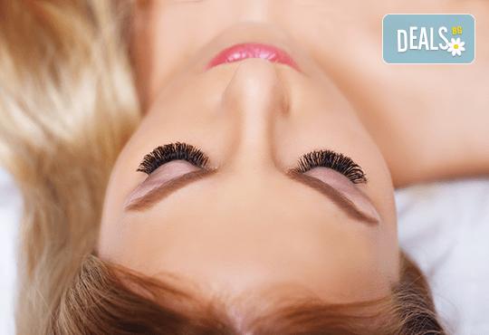 Поставяне на копринени или диамантени мигли по избор по метода косъм по косъм в студио за красота Галинея! - Снимка 3