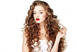 Консултация със специалист и терапия против омазняване на косата + трайно къдрене по желание и оформяне на прическа във фризьоро-козметичен салон Вили! - Снимка