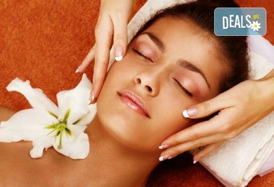Релаксиращ масаж на цяло тяло с масло с аромат на шоколад и бонус: рефлексотерапия на глава, стъпала и длани във Фризьорски салон Moataz Style! - Снимка 4
