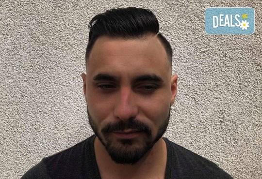 Мъжка прическа: засичане с бръснач, стилизиране или абстрактна прическа при бръснар Кристиян Петров в Beauty Studio Magic Razor! - Снимка 5