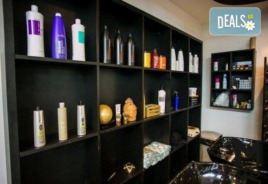 Мануално почистване на лице, нанасяне на билкова, кислородна или дълбоко почистваща маска и матиращ флуид във Фризьорски салон Moataz Style! - Снимка 6