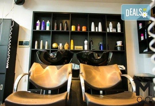 Мануално почистване на лице, нанасяне на билкова, кислородна или дълбоко почистваща маска и матиращ флуид във Фризьорски салон Moataz Style! - Снимка 7