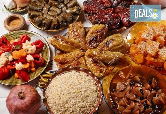 Празнична нощ със семейството! Седем степенно меню за Бъдни вечер + безплатна доставка в София от кулинарна работилница Деличи! - Снимка 1