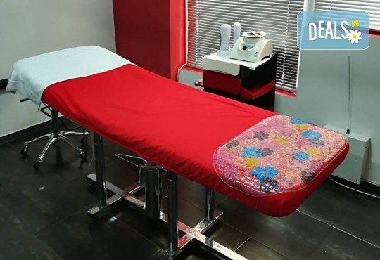 Диамантено микродермабразио, пилинг с перли и влагане на ампула според нужите на кожата чрез ултразвук в салон за красота Cuatro! - Снимка 6