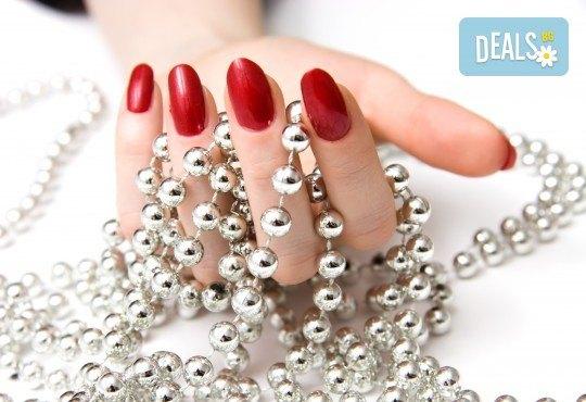 Терапия за укрепване на чупливи нокти с акрилна пудра или Gum гел и лакиране по избор във фризьоро-козметичен салон Вили! - Снимка 1