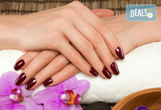 Терапия за укрепване на чупливи нокти с акрилна пудра или Gum гел и лакиране по избор във фризьоро-козметичен салон Вили! - Снимка 3