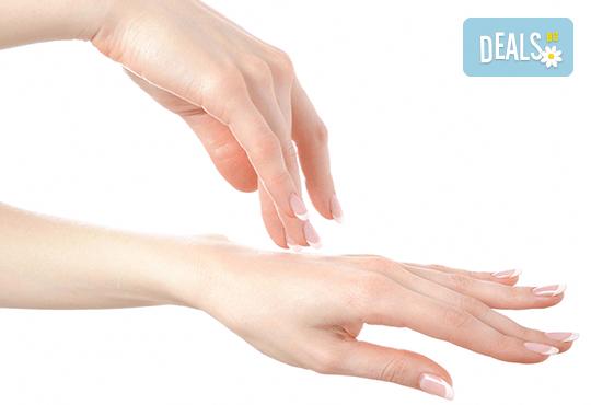 Терапия за укрепване на чупливи нокти с акрилна пудра или Gum гел и лакиране по избор във фризьоро-козметичен салон Вили! - Снимка 2