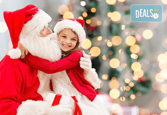 Коледно парти със Снежанка и Дядо Коледа за неограничен брой деца с много игри, изненади и музикални състезания! - Снимка 1
