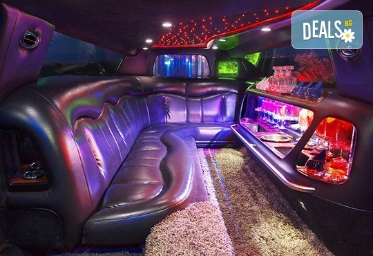Еротичен танцьор или танцьорка в супер луксозна лимузина, безалкохолни напитки, бутилка марков алкохол по избор за Вашето парти! - Снимка 4