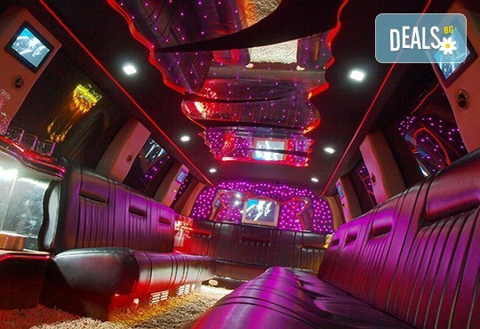 Еротичен танцьор или танцьорка в супер луксозна лимузина, безалкохолни напитки, бутилка марков алкохол по избор за Вашето парти! - Снимка 6