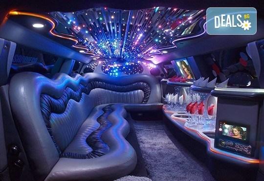Еротичен танцьор или танцьорка в супер луксозна лимузина, безалкохолни напитки, бутилка марков алкохол по избор за Вашето парти! - Снимка 8