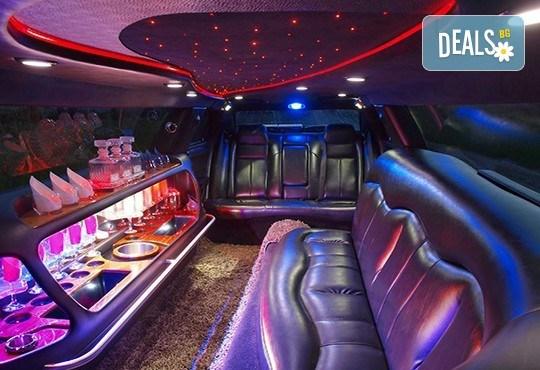 Еротичен танцьор или танцьорка в супер луксозна лимузина, безалкохолни напитки, бутилка марков алкохол по избор за Вашето парти! - Снимка 9