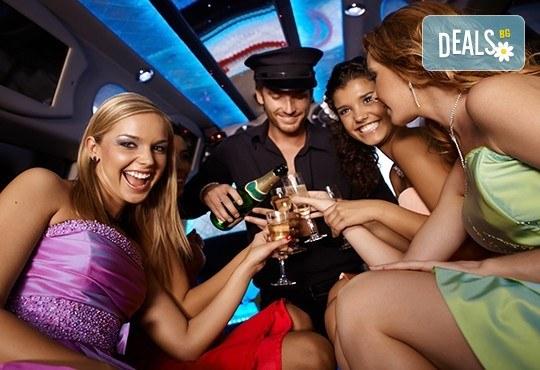 Еротичен танцьор или танцьорка в супер луксозна лимузина, безалкохолни напитки, бутилка марков алкохол по избор за Вашето парти! - Снимка 1