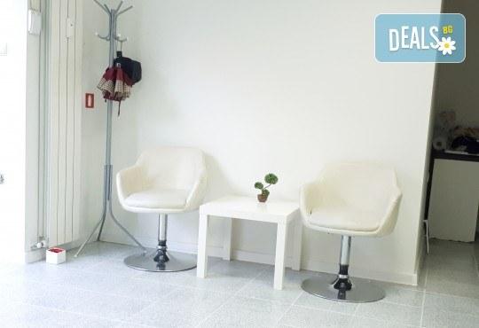 Влагане на 1 мл. дермален филър HIALURONICA за устни или бръчки чрез най-съвременния и безболезнен метод - инжектор пен, в NSB Beauty Center! - Снимка 12