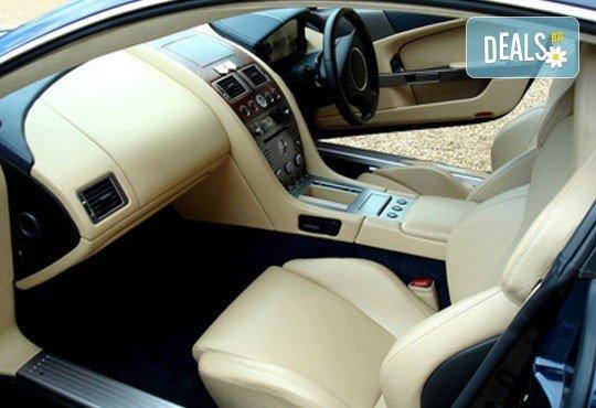 Цялостно вътрешно почистване и пране на седалки на автомобил или джип в pH neutral wash