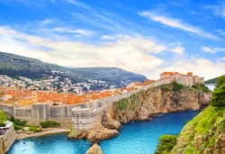Есенна екскурзия до Черногорската ривиера и Дубровник! 4 нощувки със закуски и вечери, транспорт, фотопауза на Шкодренското езеро и каньона на река Морача! - Снимка