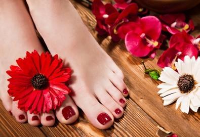 Поглезете се със СПА педикюр с гел лак Bluesky и масаж на ходилата в козметично студио Ма Бел! - Снимка
