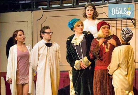 """Една от най-страхотните комедии - """"Някои го предпочитат..."""", гледайте на 18.01. от 19.00 ч. в Младежки театър, билет за един - Снимка 1"""