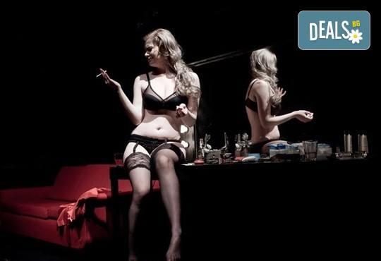 Гледайте Влади Люцканов и Койна Русева в Часът на вълците, на 20.01. от 19 ч, в Младежкия театър, сцена Бергман, билет за един! - Снимка 5