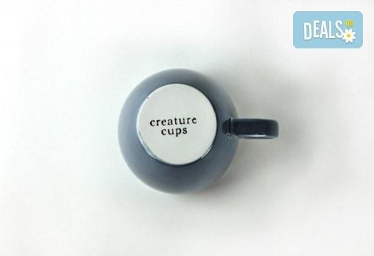Изненадайте приятел с оригинална синя керамична чаша с акула в нея! - Снимка 3
