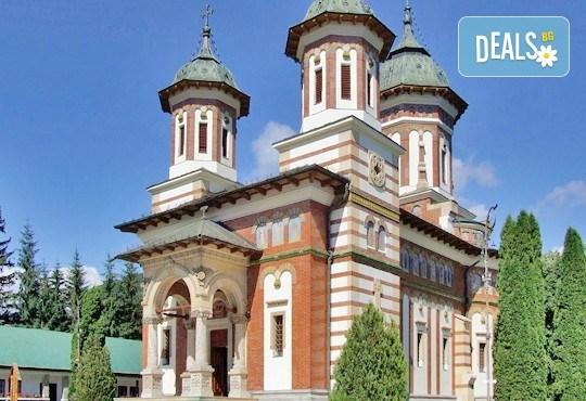 Уикенд в Румъния - страната на граф Дракула! 2 нощувки със закуски в хотел 2*/3* в Синая, транспорт, посещение на замъка Пелеш и Музея на селото! - Снимка 8