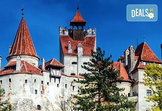 Уикенд в Румъния - страната на граф Дракула! 2 нощувки със закуски в хотел 2*/3* в Синая, транспорт, посещение на замъка Пелеш и Музея на селото! - Снимка 9