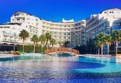 Ранни записвания за почивка в Sea Light Resort Hotel 5*, Кушадасъ, Турция! 5 нощувки на база 24 ч. Ultra All Inclusive, безплатно за дете до 13 г., възможност за транспорт! - Снимка