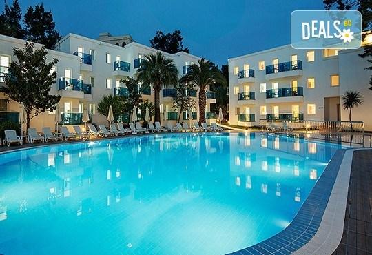 Ранни записвания за почивка в Le Bleu Hotel & Resort 5*, Кушадасъ, с Глобус Холидейс! 5 нощувки на база Ultra All Inclusive, възможност за транспорт! - Снимка 1