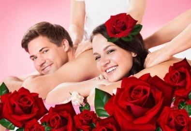 За двама! Луксозен арома масаж за двама с цвят от рози в Спа център Senses Massage & Recreation! - Снимка