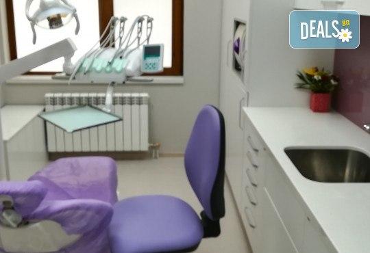 Обстоен дентален преглед, почистване на зъбен камък и зъбна плака с ултразвук и полиране с Air Flow в Deckoff Dental - Снимка 9