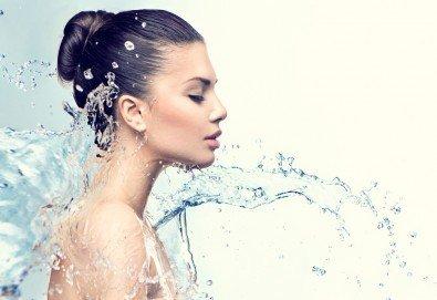 Дълбоко хидратираща и анти ейдж терапия с лазер за оптимален ефект и масаж на лице в салон Victoria Sonten! - Снимка