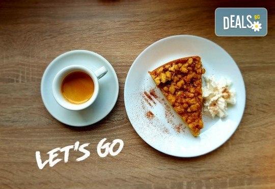 Перфектно начало на деня! Ябълков пай и чаша ароматно еспресо от 100% арабика в The Coffee Box! - Снимка 1