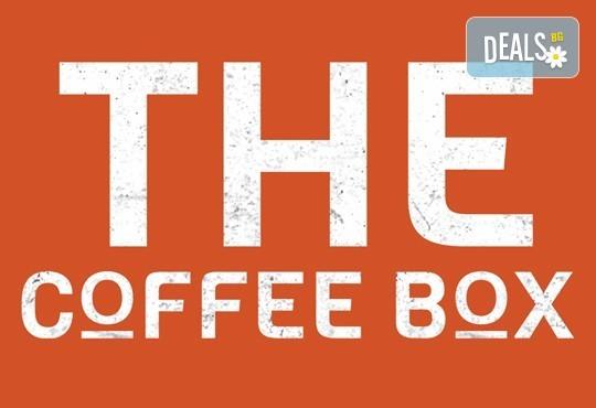 Перфектно начало на деня! Ябълков пай и чаша ароматно еспресо от 100% арабика в The Coffee Box! - Снимка 2