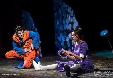 На театър с децата! Гледайте новата приказка Хензел и Гретел на 02.02. от 11 ч. в Младежки театър, голяма сцена! Билет за един - Снимка