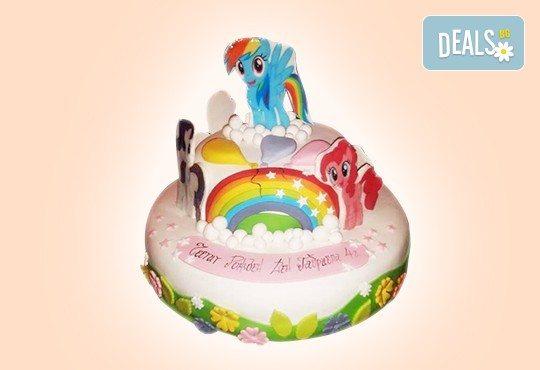 С доставка през април, май и юни! Торти за момичета с 3D дизайн с еднорог или друг приказен герой от сладкарница Джорджо Джани - Снимка 3