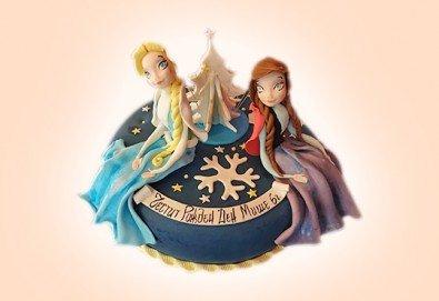 С доставка през април, май и юни! Елза и Анна: тематична 3D торта Замръзналото кралство от 12 до 37 парчетата - кръгла, голяма правоъгълна или триизмерна кукла Елза от Сладкарница Джорджо Джани - Снимка