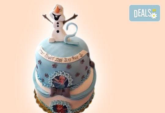 С доставка през април, май и юни! Елза и Анна: тематична 3D торта Замръзналото кралство от 12 до 37 парчетата - кръгла, голяма правоъгълна или триизмерна кукла Елза от Сладкарница Джорджо Джани - Снимка 7